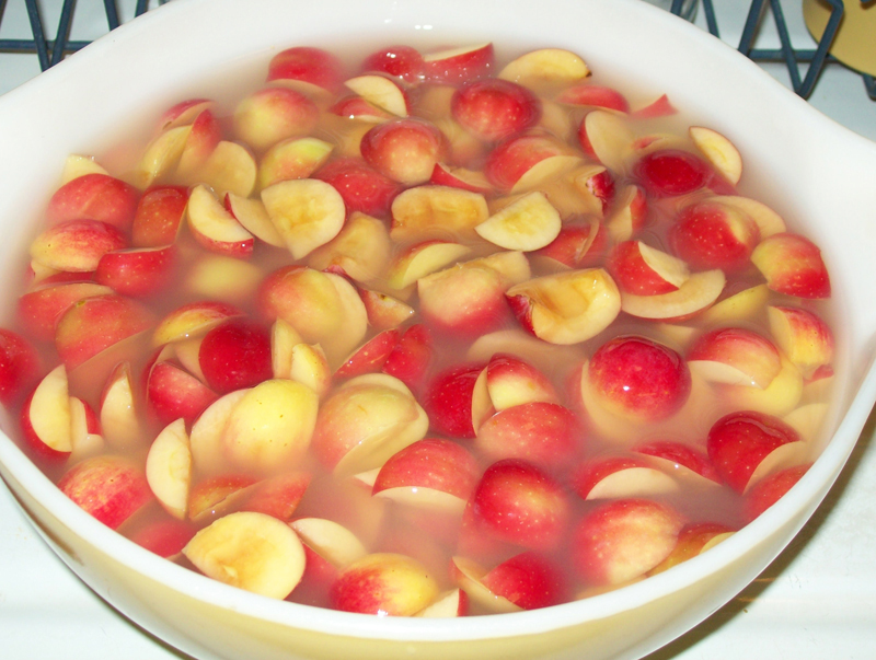 Photo of a sliced Crabapples soaking in ReaLemon water.